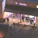 Опубликовано видео ночных грабежей и мародёрства в Фергюсоне http://t.co/tckcg9KOMa http://t.co/fJqWZODHhO