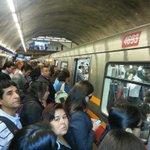 """""""@macrossdf1: asi esta estacion Plaza Puente por """" retraso"""" en @metrodesantiago, +-8 min sale un tren! http://t.co/sEntKo7wAM"""" @biobio"""