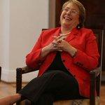 Michelle Bachelet cuenta la dura: Bailo apretado y como venga http://t.co/BDTyIyao2I http://t.co/RYUwoVEZP2