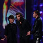 Best International Artist: @OneDirection for Midnight Memories #ARIAs #1DARIAs http://t.co/KQ8rlpcg6F