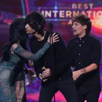 @TheVeronicas just presented @onedirection with Best International Artist at the ARIA Awards! http://t.co/Hp4KJ7HcKz
