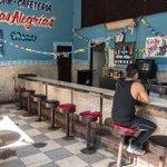 """#CubaReal """"Esta cafeteria es para los cubanos, para turistas y los del gobierno claro que hay otras"""" - Roberto #Cuba http://t.co/gpcZZgsUzH"""