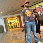 Владелец супермаркета защищает от мародеров свой магазин в Фергюсоне http://t.co/TupxXYmX7P http://t.co/xLt3mhjgt6