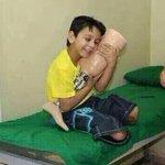 انظر إلی فرح هذا الطفل بالطرف الصناعي وقل الحمد لله وأدي شكر جوارحك بما يرضيه عز وجل #حاتم_الحباب http://t.co/fSL9G3qibB