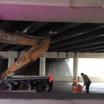 Update: truck hauling a crane hit the 275 overpass on SB Dale Mabry Hwy. 2 lanes blocked. http://t.co/w5daXxo6iJ