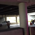Update: crews are cleaning up debris after a crane hit the 275 overpass at Dale Mabry Hwy. one lane open http://t.co/2Dq51JJ5Tz