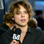 Ashton being interviewed backstage at the arias http://t.co/wVmnaSqPQz