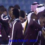 #فيديو| لاعب منتخب #قطر يعبر عن فرحته بالفوز في بطولة #خليجي22 بالرقص على منصة التتويج http://t.co/PpZ2sWWHZb #بركه http://t.co/FxeHd9qMzD