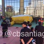 Por precaución CBS procedió a desplegar manta de rescate. Rescate de trabajadores con riesgo de caída. http://t.co/g7YqkUrAzB