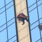 Bomberos CBS rescata a segundo trabajador atrapado en andamio. http://t.co/oSsTsUxhlx
