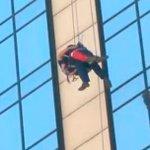 #LTenVivo: Bomberos rescata al segundo trabajador atrapado en el Crowne Plaza http://t.co/0suYrtIjv1 http://t.co/1WjOk1xqNk