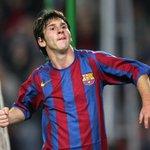 Вчера Месси установил голевой рекорд Лиги чемпионов. Вспомним его 1-й мяч на турнире ВИДЕО http://t.co/NOrvv2dC2p http://t.co/YEBcwV8HtU