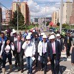 Alcalde @petrogustavo, director @idubogota y alcaldesa @ALCALDIASUBA1 recorren nueva calle en sector de la Sirena http://t.co/BPAjiQMaNa