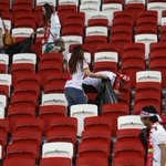 Class acts: #Myanmar fans clean up National Stadium after #Singapore loss at #AFFSuzukiCup http://t.co/IsBEJHQ9o8 http://t.co/PfQrTLT6yu