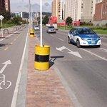 """""""Avenida La Sirena tiene 1.6 Km de ciclorruta, el cual aporta a los más de 400 Km que tiene Bogotá"""": @petrogustavo http://t.co/DPZCf2kDks"""