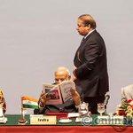 When Sharif walks for speech, Modi reads newspaper http://t.co/5HIJ5J5GEQ http://t.co/IEAMIg3k53