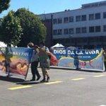 "Evangélicos marchan contra entrega de libro ""Nicolás tiene dos papás"" en Concepción http://t.co/6AGYfm2E6v http://t.co/t1YlDLvsNP"