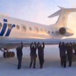 Вахтовики так хотели улететь домой из холодного Игарка, что сами сдвинули замерзший самолет http://t.co/3Lgu108dYu http://t.co/ppXhS9XVXy