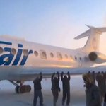 From Russia with a shove. The passengers who gave their frozen plane a push start: http://t.co/cuSh7ShwQb http://t.co/rsG8J4VQk9