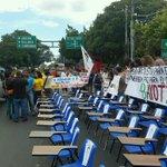 Protestas estudiantes FER 29 ACTIVO Y COMBATIENTE VÍA TRANSISMICA #Panama http://t.co/zepGnvevBp