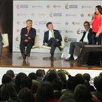 Presidente @JuanManSantos conoció a una beneficiaria de la ruta preferencial para atención a víctimas del conflicto. http://t.co/0MwS7BcFWe
