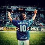 Leleganza non è farsi notare, ma farsi ricordare. Buon 50° compleanno inimitabile #BobbyGol. @robymancio #Mancini. http://t.co/UbqK4lvka3