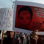 【ひどい】インド 痴漢に抵抗した少女が火をつけられ死亡 http://t.co/KvIIXwvZOQ 抵抗された6人組の男たちは、少女を家に引きずり込み灯油をかけて火をつけたという。 http://t.co/xNEQB9Lljh
