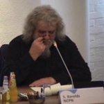 Raad De Friese Meren spreekt al uren over komst 500 asielzoekers naar gehucht Rijs. Nu spreekt communistische partij http://t.co/0Xy400WGXf