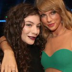 Lorde was once mistaken for Taylor Swift's manager http://t.co/i9fotcDdCh http://t.co/e2qT5zvt7B