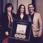 Noche de emociones! Gracias por tanto familia! #Sí triple disco de platino!! @SonyMusicSpain @jmbarbat @salceblan http://t.co/XP1X5IoTcX