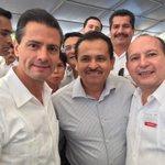 Saludando al Pte. @EPN con mi compañero @MartinDeLaCruzG. Inauguración de la Autopista Nuevo Xcan-Playa del Carmen. http://t.co/LyQETPE8BD