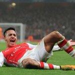Alexis crack: hizo un golazo e increíbles lujos en la clasificación del Arsenal en Champions http://t.co/f16qokIbYY http://t.co/VEYxIz0CIx