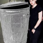 Hey guys look its Abigail Breslin and Michael Clifford http://t.co/BebmxGitcm