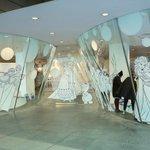 コム デ ギャルソン青山店にアナとエルサ 異色のコラボコレクション発売 http://t.co/xPhQxThkol http://t.co/G4twQLcgG4