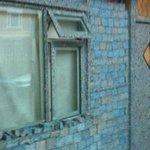 """""""@JornalOGlobo: Homem constrói casa com notas. Preço total: 1,8 bilhão de euros. http://t.co/POPyJORQVJ http://t.co/IzoQsmqIyo"""" ????"""