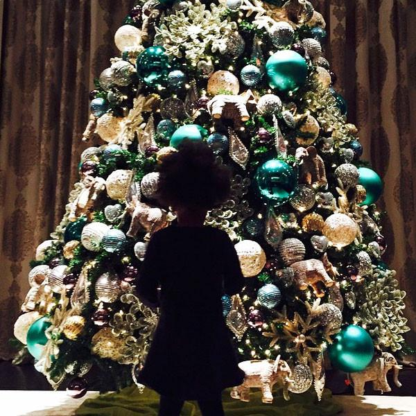 It's not even Thanksgiving yet and Beyoncé & Blue Ivy are already in the Christmas spirit!
