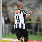 #GaloNews UM ÍDOLO! Diego Tardelli marca o seu 9º gol contra o Cruzeiro e se torna o 6º maior goleador do clássico http://t.co/dnBjJDxTYj