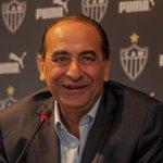 'Vou respeitar a dor do cruzeirense, que é virar freguês eterno do Atlético', provoca Kalil: http://t.co/zzm51SB9Xy http://t.co/68B2R1nRUk
