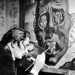 "Сальвадор Дали пишет ""Лицо войны"". 1940 г. http://t.co/mwt4MIenVJ"