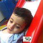 """الطفل """" ناصر """" في الرابعة من عمره ولايمكنه حتى الوقوف. والده فقير وغير قادر على تحمل نفقات علاجة في الخارج فمن له ؟ http://t.co/UW447UbYk2"""