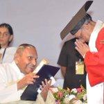 #PresidentMukherjee conferred hon doctorate of SIU on spiritual leader Dada Vaswani & Dr Harsh Shah of Stanford Univ. http://t.co/QpDj0xdek8