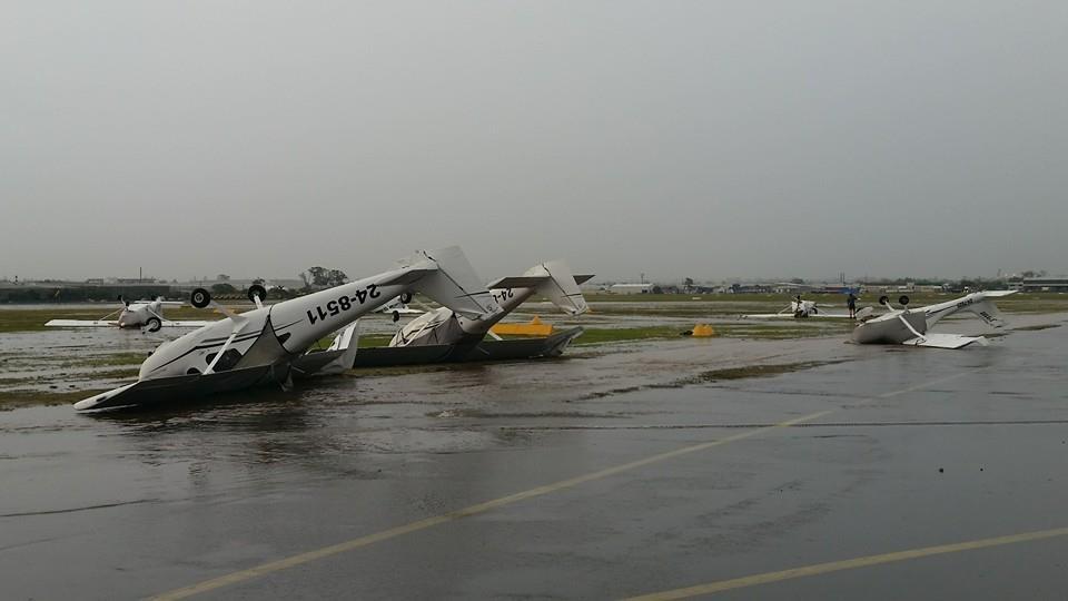 WOAH RT @C_K_7: The carnage at Archerfield Airport #bnestorm #brisbane http://t.co/PIGqy5tcQh