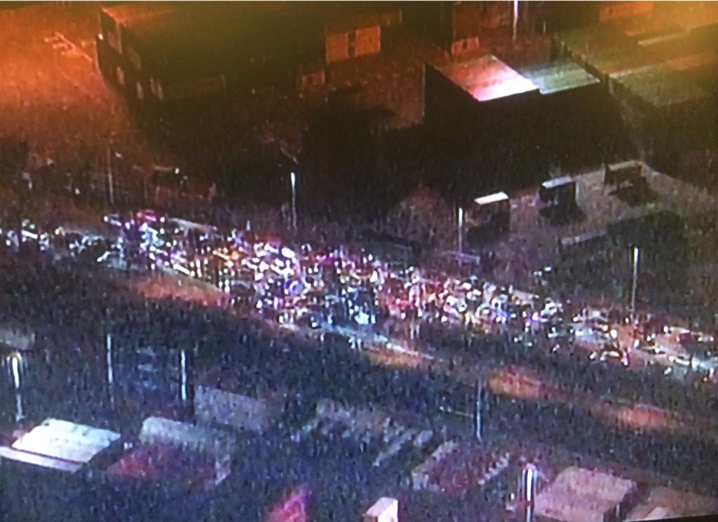 Multiple shots fired at 7th & Maritime at Port of #Oakland after cops kettle sideshow cars. People running from cars http://t.co/XmEIshbz4l