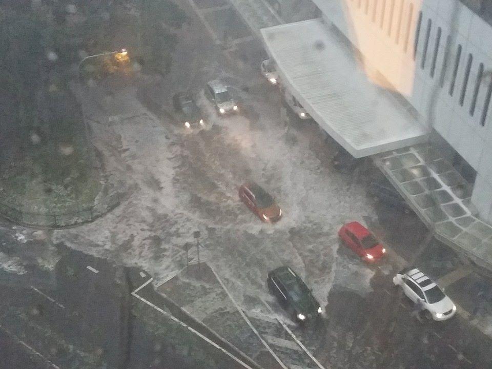 Flooding in Brisbane CBD around the Riverside Centre (Photo from Jess Phan) #storm http://t.co/zNdJdCtLu3