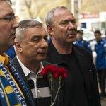 Романцев и Ярцев приехали проститься с Тихоновым http://t.co/tWKHTtfDeF #Хоккей http://t.co/45xfInAwU6