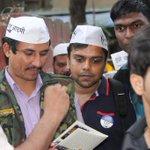 Met real life hero Commando Surinder :) and #MufflerMan http://t.co/mlWwbwtMOt