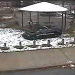 Опубликовано видео убийства полицейским 12-летнего ребёнка в Кливленде (ВИДЕО) http://t.co/phPj5WCe6d http://t.co/Ot2xzvY9CV