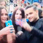 Watch this 1D star taking selfies with fans and absolutely hating life: http://t.co/MNXzmNkWNP http://t.co/qXUx6TIdu1
