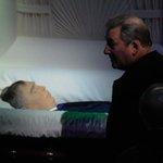 Трогательные фотографии с церемонии прощания с Виктором Тихоновым http://t.co/oXfZrxJBoU http://t.co/qHqsbxNKgI