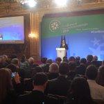 [#ConfEnvi] Le président @fhollande clôture la troisième conférence environnementale http://t.co/XXF4KQbzvU http://t.co/rUF2r5FPp6